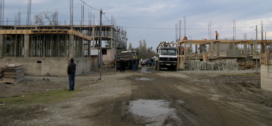დევნილთა ჩასახლების მშენებლობა მალთაყვის უბანში, 2011 წლის ნოემბერი
