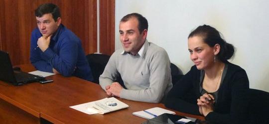 მარცხნოდან: გურამ ჩიხლაძდე, იაგო ფასაძე  დიანა ქოჩუა - პროექტის მონაწილეები.