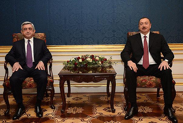 სომხეთის პრეზიდენტი სერჟ სარგსიანი (მარცხნივ) აზერბაიჯანის პრეზიდენტთან ილჰამ ალიევთან შეხვედრის დროს. 19 ნოემბერი, ვენა (ფოტო: სომხეთია პრეზიდენტის ვებგვერდი).
