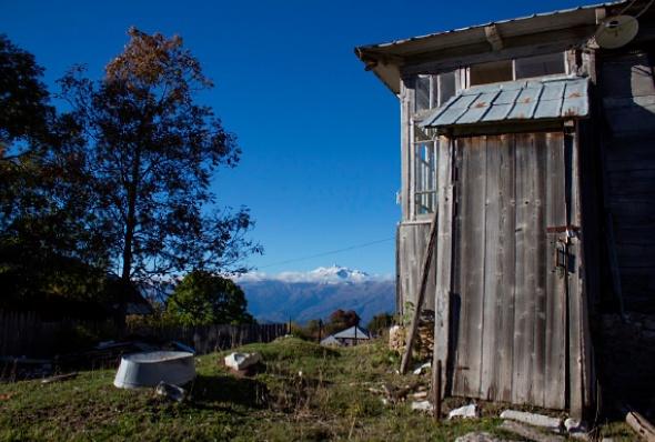 მიტოვებული სახლი სოფელ მრავალძალში