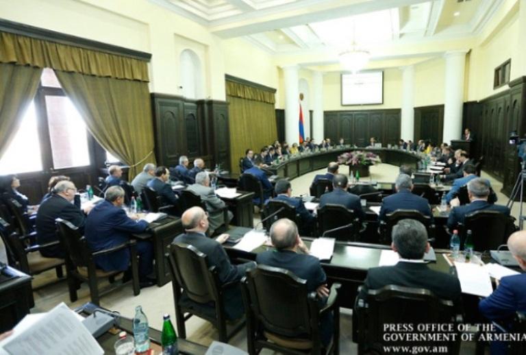 5 აპრილს, სომხეთის მთავრობამ მოიწონა კანონპროექტი მთიანი ყარაბაღის დამოუკიდებლობის აღიარების შესახებ